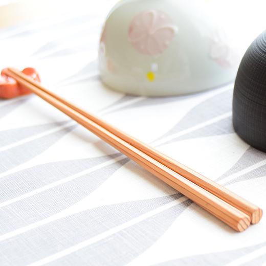 美しく軽やかな吉野杉のお箸イメージ2